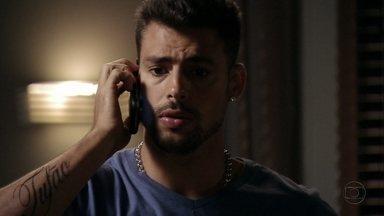 Jorginho decide sair com Iran - O jogador se decepciona ao receber uma mensagem de Nina avisando que não poderá encontrá-lo e liga para o amigo