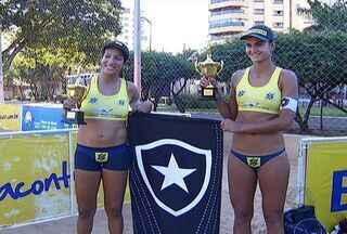 Circuito regional de vôlei de praia atrai duplas de 10 estados a MS - Jogadores de vôlei de praia passaram por Mato Grosso do Sul nesse fim de semana. Trinta duplas invadiram o parque Belmar Fidalgo, em Campo Grande, para mais uma etapa do circuito regional.