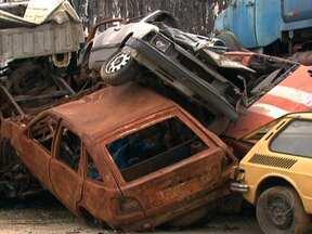 Aumenta o número de carros abandonados nas ruas de São Paulo - Quando não interessam mais, muitos veículos são simplesmente abandonados na rua. Na maior cidade do país, o número dobrou em dois anos. Até maio deste ano, foram 535.