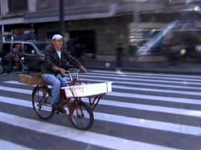 Aumenta o número de acidentes fatais com bicicletas em São Paulo - Os congestionamentos fazem da bicicleta uma opção de meio de transporte cada vez mais comum nas grandes cidades brasileiras. Mas a falta de conhecimento das regras de trânsito por parte de ciclistas e motoristas fez o número de acidentes crescer.