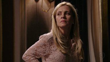 Carminha desconfia das intenções de Nina - A megera acredita que a cozinheira conquistou a confiança de toda a família e que não será fácil se livrar dela. Ela manda Zezé ficar de olho em Nina