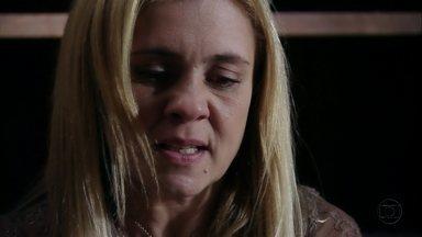 Avenida Brasil - capítulo de quinta feira, dia 19/07/2012, na íntegra - Carminha descobre que Nina é Rita