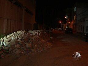 Moradores de uma rua no bairro de Roma reclamam de entulhos no local - Tem até montes de entulho com mais de um metro de altura.