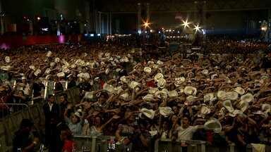 Sertanejo Pop Festival movimenta Expominas - Fãs ficaram em frente a hotel para verem ídolos.