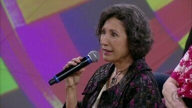 Psicóloga aprendeu percussão e faz mergulho após os 50 anos - Ela usa seu aprendizado em palestras para passar para outras pessoas da mesma idade
