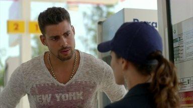 Jorginho procura Betânia para saber mais sobre o passado de Nina - A menina diz que não pode contar nada