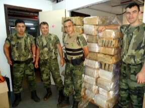 Polícia faz apreensão recorde de maconha no Paraná - A polícia ambiental encontrou 1,2 mil quilos de maconha abandonados às margens do Lago de Itaipu. A droga foi levada para a Polícia Federal de Foz do Iguaçu. Ninguém foi preso.