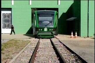 VLT do Cariri funciona apenas com um vagão há três meses - Intervalo entre as viagens ficou mais demorada e passageiros adotam outras formas de viajar entre as cidades de Juazeiro do Norte e Crato.