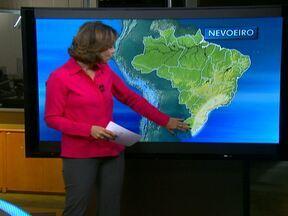 Frente fria chega ao Sul do Brasil - Dia começa na terça-feira (7) com nevoeiro entre o leste do Rio Grande do Sul e o sul de Minas Gerais. Nesta segunda-feira (6), pode chover no Espírito Santo, no nordeste de Minas Gerais e no sul da Bahia.