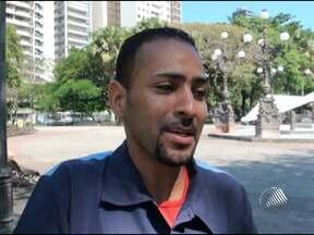 Torcedores reclamam do trio de arbitragem em jogo do Bahia contra o Grêmio - O time baiano começou perdendo, reagiu, empatou, jogava bem, mas o trio de arbitragem acabou prejudicando o Tricolor de Aço, que perdeu por 3 a 1.