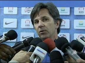 Técnico e Diretor de futebol do Bahia falam sobre trio de arbitragem em jogo contra Grêmio - Os erros dos árbitros na partida foram decisivos para a derrota do Tricolor baiano.