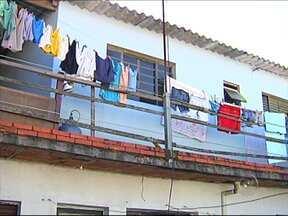 Suspeito de matar família em Salto, SP, é preso na Grande São Paulo - O homem suspeito de matar quatro pessoas da mesma família na madrugada do último sábado (4), em Salto (SP), foi preso na manhã desta segunda-feira (6) em Guarulhos (SP), na Grande São Paulo.