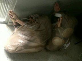 Presos tentam fugir da cadeia disfarçados de lixo - Em Curitiba, dois presos se esconderam em sacos de lixo para tentar sair da cadeia.