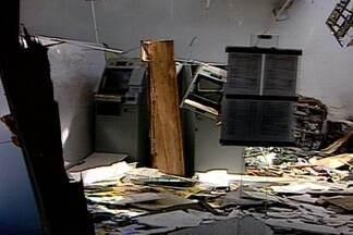 Mais uma agência bancária é alvo de bandidos na Paraíba - Dois assaltantes invadiram banco privado da cidade de Nazarezinho, Sertão do estado, e após render todos que estavam no local, fugiram com o dinheiro.