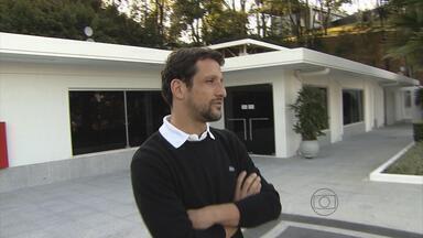 Belletti visita o Atlético-MG; Réver se machuca em treino - Ex-jogador, que participou do memorável time de 99, diz que o início de campeonato do Galo é muito importante para a busca do título.