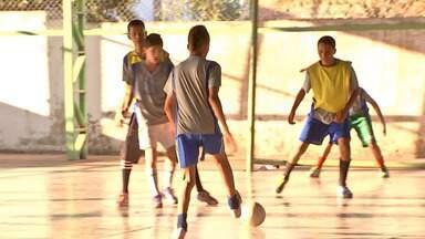 Equipes treinam para a Copa da Juventude 2012 em Cuiabá - Equipes treinam para a maior competição de futsal estudantil de Mato Grosso. A Copa da Juventude vai começar para as equipes de Cuiabá, os jogos serão no ginásio da UFMT.