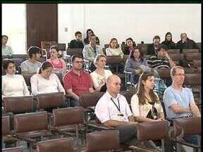 Professores da Unicentro decidem fazer paralisação no dia 16 em Guarapuava - Em assembleia nesta quarta-feira (8), os professores decidiram parar no dia 16 de agosto. Caso o governo não atenda as reivindicações, a categoria pode entrar em greve.