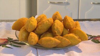 Aprenda como fazer uma receita que é tradição em Itabirito - O pastel de angu com recheio de umbigo de banana.