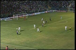Bruninho e Itamar perdem gol - Márcio Careca cruzou e Bruninho e Itamar perderam gol claro.