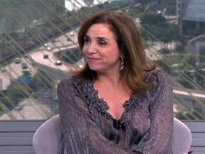 """Marisa Orth fala sobre a peça """"A Família Addams"""" - A peça já foi vista por 200 mil pessoas e é um dos grandes sucessos do teatro paulistano em 2012. A atriz diz que o espetáculo dá orgulho a todos que estão envolvidos."""