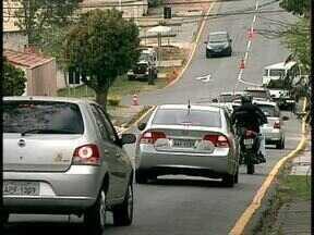 Moradores reclamam de transtornos com a construção do viaduto na Avenida das Torres - As mudanças no trânsito transformam ruas sossegadas