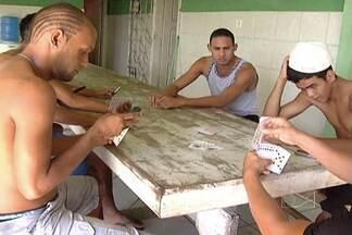Sem notícias, jogadores do Bacabal esperam por liberação da diretoria - Alguns atletas já abriram mão de salários atrasados e pedem ajuda para voltar para casa
