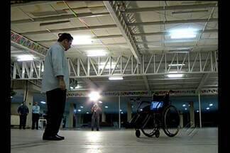 Alunos desenvolvem cadeira de rodas movidas com pensamento - Trabalho de Conclusão de Curso de estudantes surpreendeu professores.