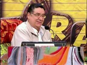 Luciano Huck apresenta os participantes da primeira eliminatória do Soletrando - O apresentador conversa com os jurados Sérgio Nogueira e Tábata do Amaral