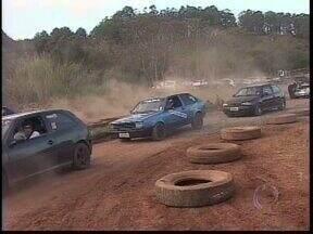 Fim de semana de velocidade na terra em Ponta Grossa - Mais de cem pilotos participam das provas pelo Campeonato Paranaense