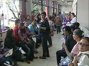 Mutirão quer reduzir fila por cirurgias ortopédicas - Trabalho organizado pelo Cismepar começou neste sábado com uma triagem dos pacientes que estão na fila de espera