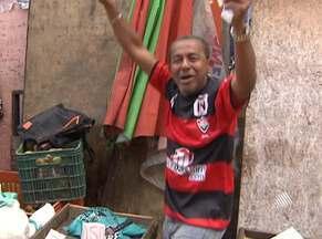 Torcida rubro-negra comemora liderança do Vitória na Série B - Após vencer o Joinville na última sexta-feira e contar com o tropeço do Atlético-PR, Leão chega ao topo da tabela.