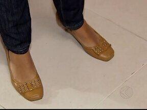 Comércio em Uberlândia, MG, investe na produção de calçados com medidas maiores - Em 30 anos, a média de altura dos brasileiros aumentou cerca de sete centímetros e os pés acompanharam o desenvolvimento. Mulheres que calçam do número 40 pra cima não encontravam sapatos. E de olho no mercado comércio investe em novidades.