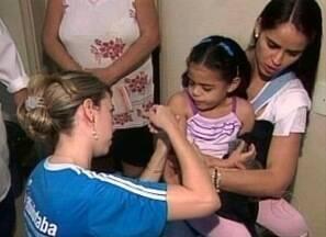 Multivacinação começa no Triângulo Mineiro e Centro-Oeste, em MG - Campanha Nacional segue até a próxima sexta-feira (24).Crianças menores de cinco anos devem ser imunizadas.