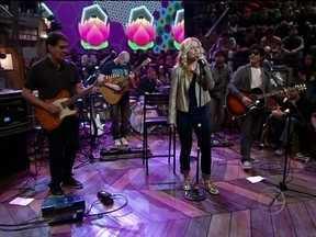 Kid Abelha se apresenta no Altas Horas com a música 'Pintura íntima' - Banda está comemorando 30 anos de carreira com CD e DVD novo