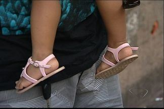 Após ser jogada de ônibus por babá, criança recebe alta de hospital, no ES - Suspeita de agressão, a própria babá foi presa neste sábado (18).Agressão aconteceu na Serra.