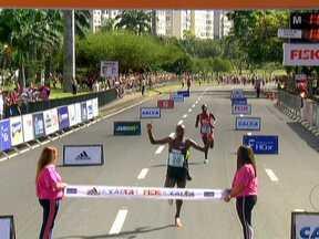 Dezenove mil pessoas participam da Meia Maratona do Rio - Dezenove mil pessoas participaram da Meia Maratona do Rio neste domingo (19). Na prova feminina, o tempo da vencedora foi o melhor da história do evento, realizado desde 1997.