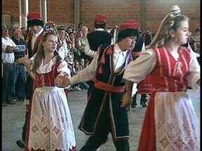 Colônia polonesa em Palmeira celebra antigas tradições - Descendentes festejaram padroeira da Polônia