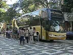 """Ônibus do """"Menina Fantástica"""" está no Paraná e começa a seleção de cadidatas por Londrina - Ônibus do """"Menina Fantástica"""" começa a escolha de candidatas pela região Norte do Estado."""