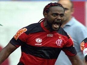 Flamengo vence Vasco com gol de Vagner Love e sobe na tabela do Brasileirão - Atacante marcou novamente contra o rival, mas desta vez, saiu vencedor.