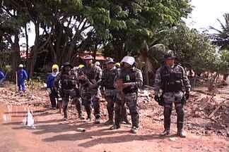 Força tarefa retira invasores e destrói casas em área de preservação permanente - Quarenta pessoas foram presas em flagrante por crime de agressão ao meio ambiente.