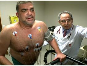 Viva Mais Leve: Paulo mostra que já está perdendo peso - O teste de esforço confirmou: Paulo estava sedentário. Para sair dos 115 kg, ele precisou mudar a rotina, está saindo do trabalho a pé e substituiu alguns alimentos do cardápio.