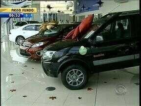 Redução do imposto sobre produtos industrializados tem impulsionado a venda de veículos - Como desconto termina na sexta-feira, consumidores estão se adiantando para adquirir o carro zero.