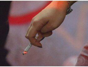Pesquisa suiça mostra que jovens que fumam tem artérias iguais a dos idosos - O estudo, feito com jovens entre nove e 20 anos de idade, revelou que os fumantes podem ter a parte interior das artérias endurecidas, facilitando o acúmulo de gorduras, o que no futuro pode gerar um problema cardíaco.