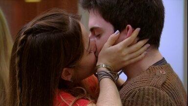 Malhação - Capítulo de terça-feira, dia 28/08/2012, na íntegra - Morgana beija Rafael