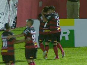 Líder Vitória vence mais uma na série B do Brasileirão - Em Salvador, o Vitória derrotou o Barueri por 1 a 0. Michel fez o gol que decidiu a partida. Em Paranaguá, Atlético-PR e Joinville ficaram no 1 a 1. Em Bragança Paulista, o Bragantino perdeu para o CRB por 2 a 0.