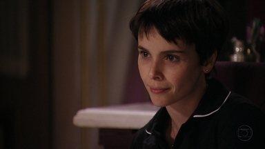 Nina conta para Tufão que vai se casar - Ela diz que vai deixar de trabalhar na mansão e ele demonstra ciúme. Nina estranha o comportamento do patrão