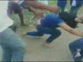 Dois casos de agressão ocorrem em menos de 24 horas em escola de Feira de Santana - Uma das alunas diz que foi espancada por mãe de colega e mais quatro homens.