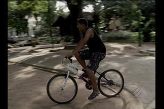 Lei restringe horários para andar de bicicleta e com os animais de estimação em praças - Lei municipal gera opiniões controversas entre frequentadores de praças.