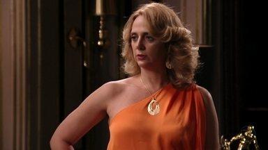 Ivana é hostil com Nina - Ela pede que Tufão esqueça a cozinheira e o ex-jogador desconfia que a irmã saiba de alguma coisa. Muricy não entende o que está acontecendo com o filho