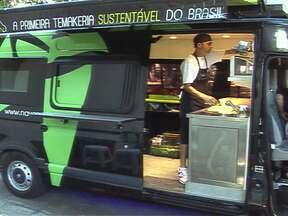 Empresários investem em lojas móveis em SP - Empresários inovam no mercado com lojas móveis. A Empresária Keler Dias, criou a loja itinerante de esmaltes. A loja que funciona dentro de um carro, circula por bairros comerciais. Outro empresário resolveu investir em uma temakeria móvel.